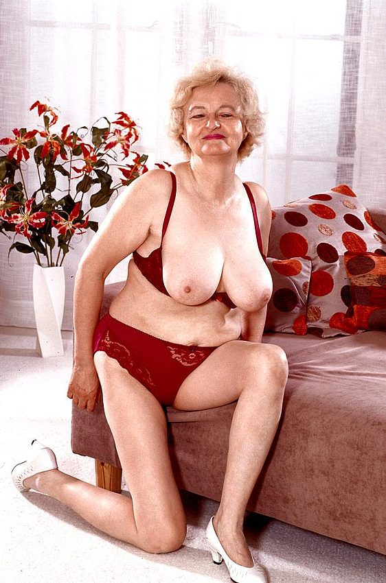 Mature women and grannies. Gallery - 267. Photo - 5