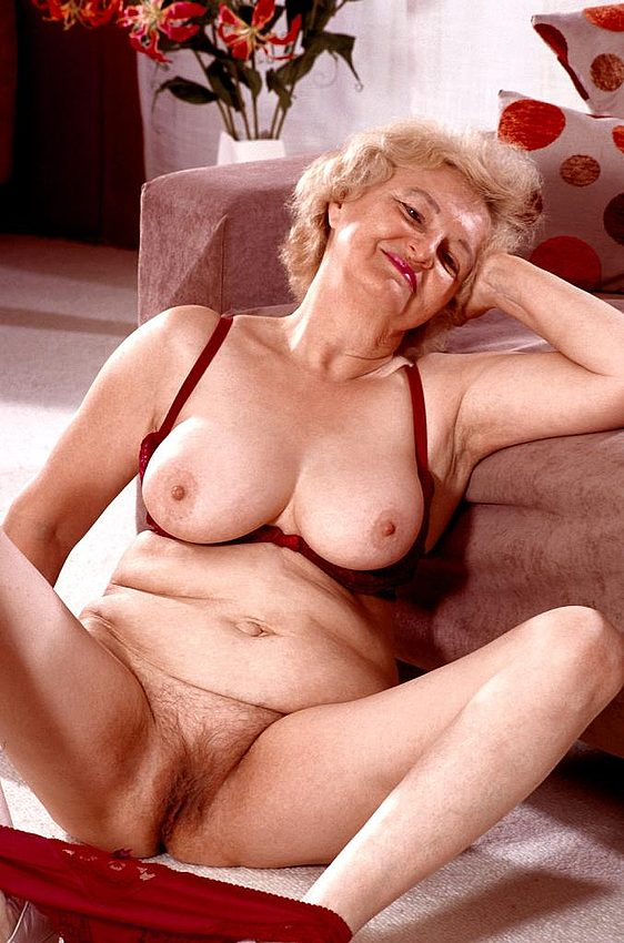 Mature women and grannies. Gallery - 267. Photo - 6