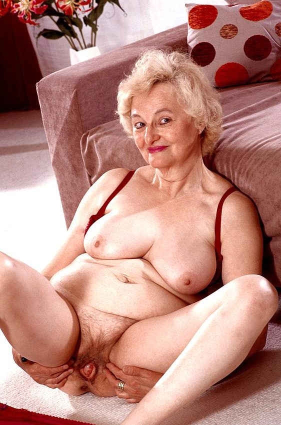 Mature women and grannies. Gallery - 267. Photo - 7