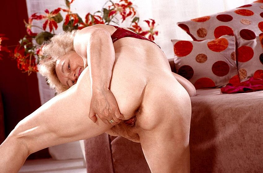 Mature women and grannies. Gallery - 267. Photo - 9