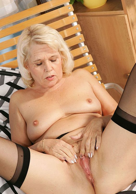 Mature women and grannies. Gallery - 268. Photo - 10
