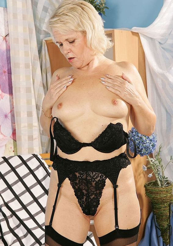 Mature women and grannies. Gallery - 268. Photo - 3