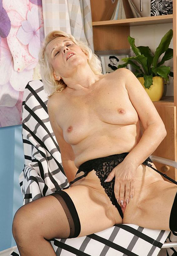 Mature women and grannies. Gallery - 268. Photo - 6