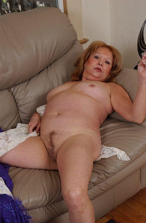 Mature women and grannies. Gallery - 271. Photo - 10