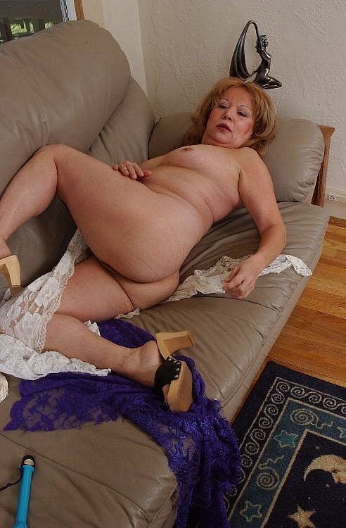 Mature women and grannies. Gallery - 271. Photo - 11