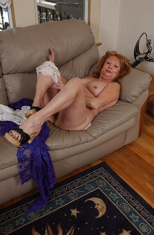 Mature women and grannies. Gallery - 271. Photo - 12