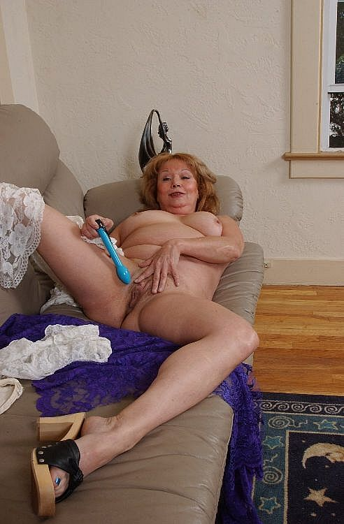 Mature women and grannies. Gallery - 271. Photo - 14