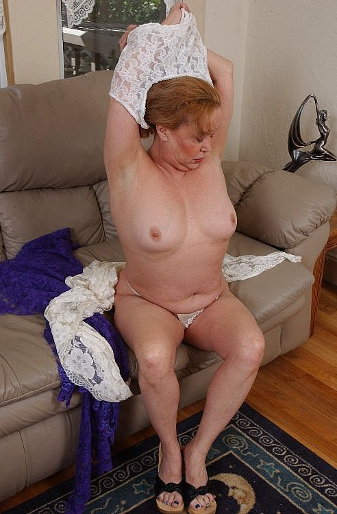 Mature women and grannies. Gallery - 271. Photo - 3