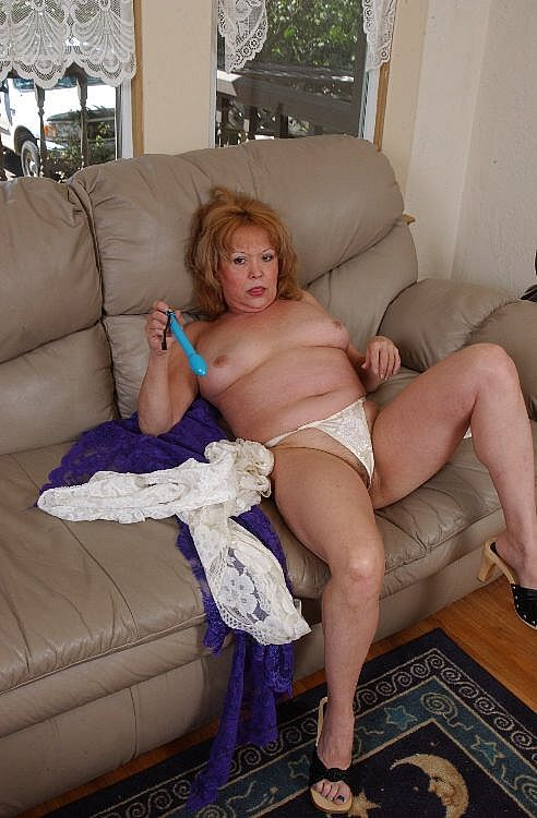 Mature women and grannies. Gallery - 271. Photo - 4