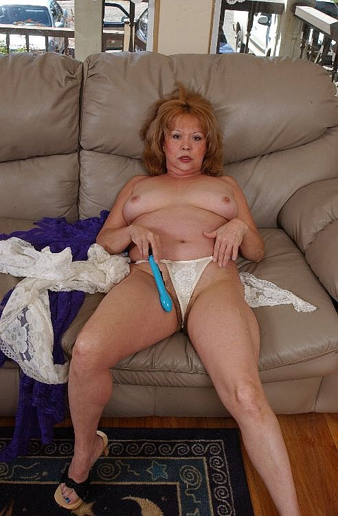Mature women and grannies. Gallery - 271. Photo - 5