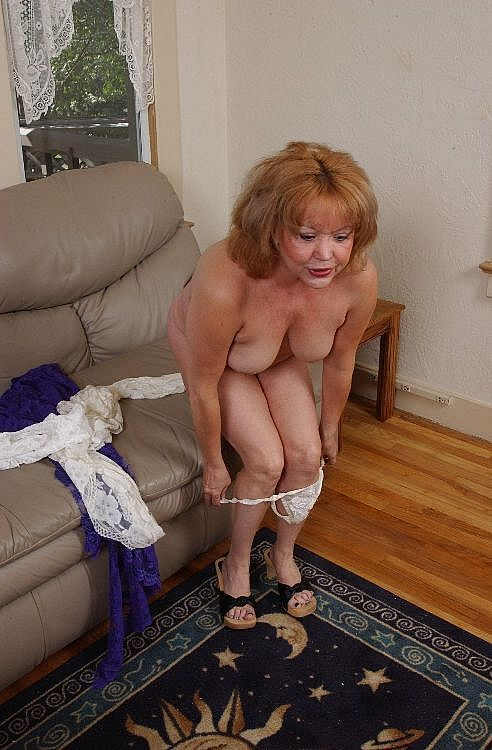 Mature women and grannies. Gallery - 271. Photo - 8