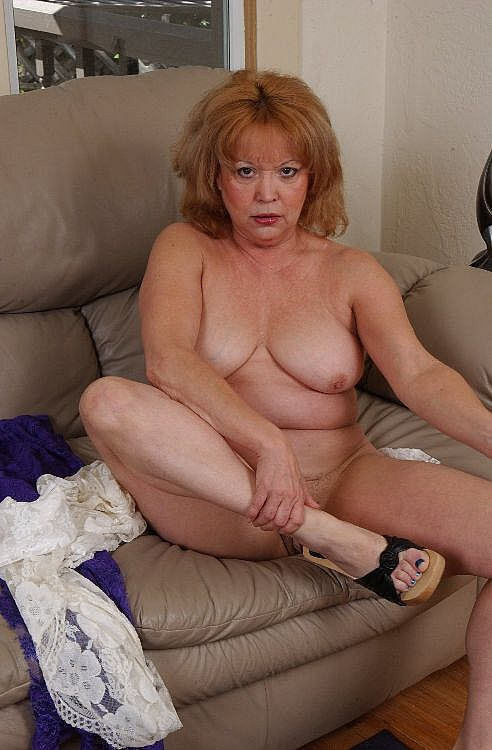 Mature women and grannies. Gallery - 271. Photo - 9