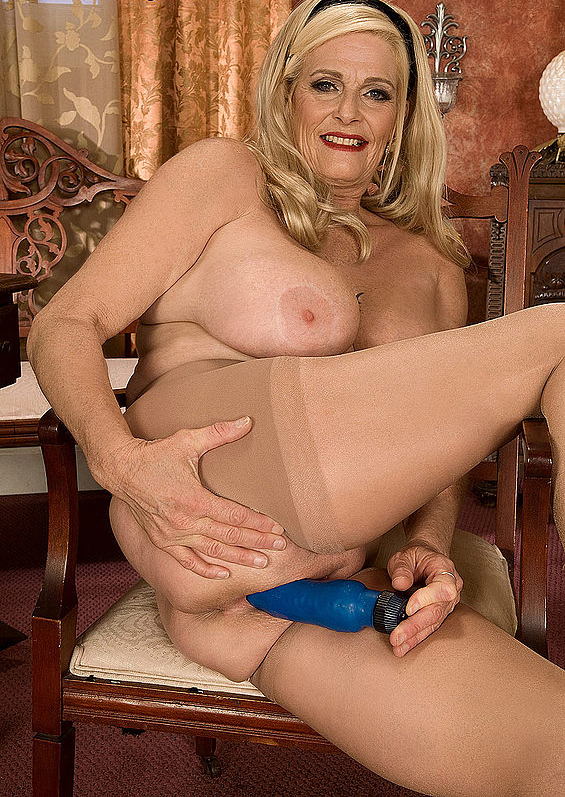Mature women and grannies. Gallery - 273. Photo - 14