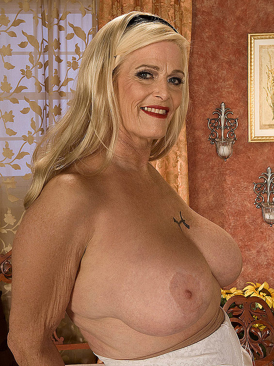 Mature women and grannies. Gallery - 273. Photo - 4