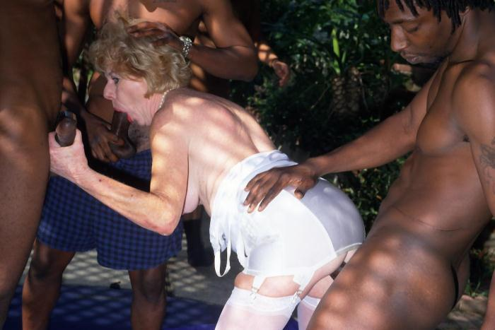 Mature women and grannies. Gallery - 278. Photo - 2