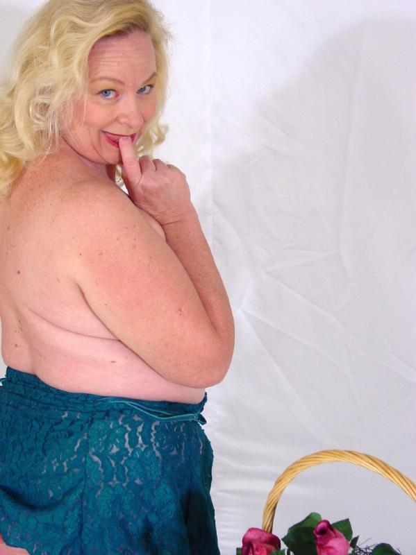 Mature women and grannies. Gallery - 280. Photo - 1