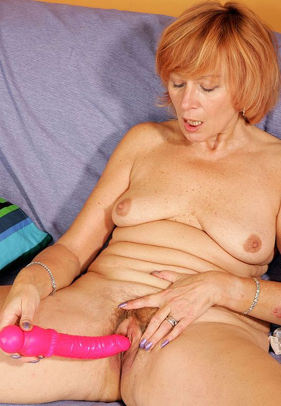 Mature women and grannies. Gallery - 285. Photo - 10