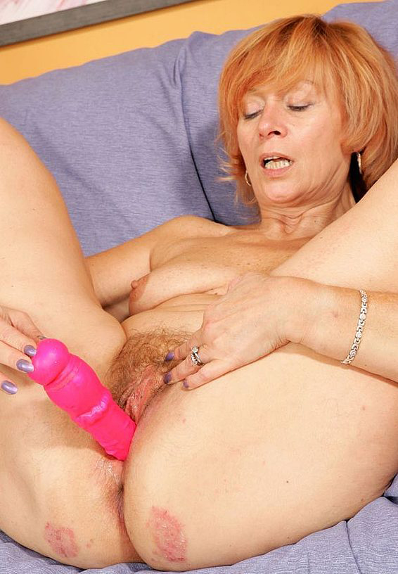 Mature women and grannies. Gallery - 285. Photo - 12