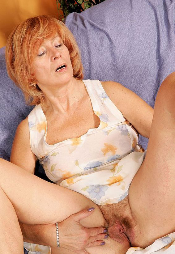 Mature women and grannies. Gallery - 285. Photo - 2
