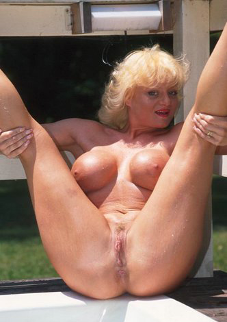 Mature women and grannies. Gallery - 288. Photo - 1