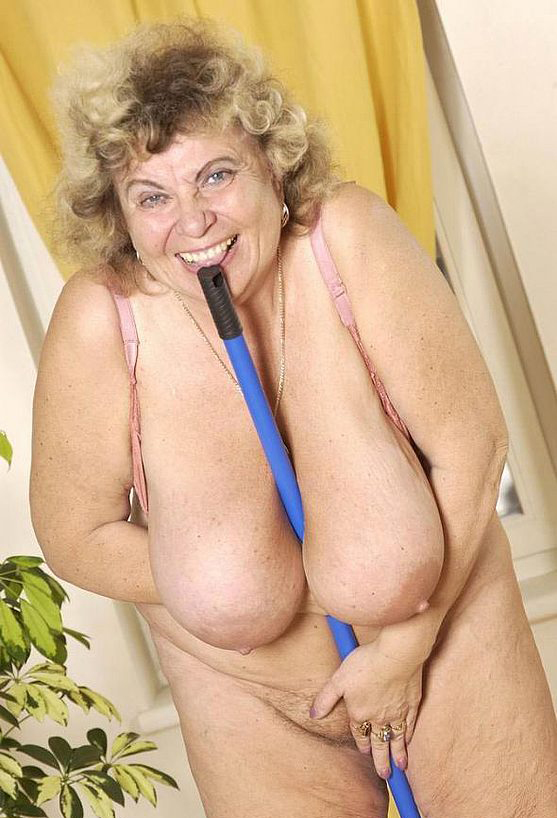 Mature women and grannies. Gallery - 289. Photo - 12