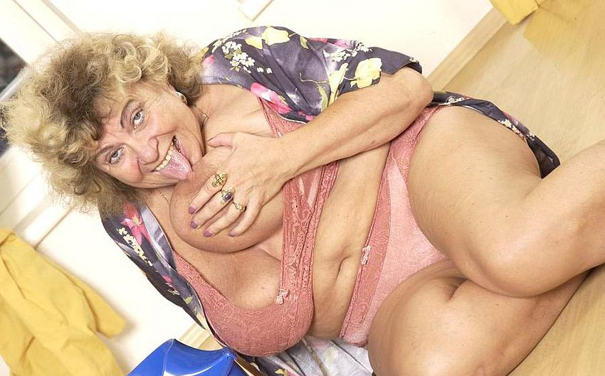Mature women and grannies. Gallery - 289. Photo - 3
