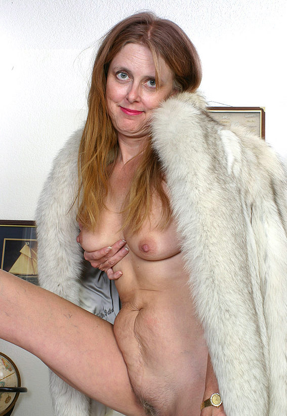 Mature women and grannies. Gallery - 294. Photo - 11