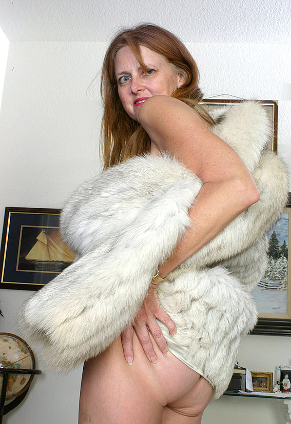 Mature women and grannies. Gallery - 294. Photo - 12