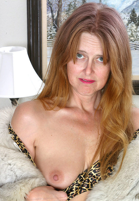 Mature women and grannies. Gallery - 294. Photo - 3