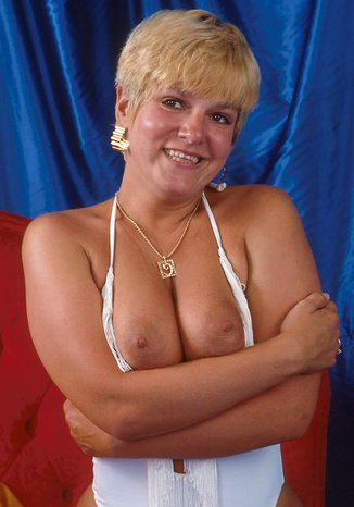 Mature women and grannies. Gallery - 295. Photo - 10