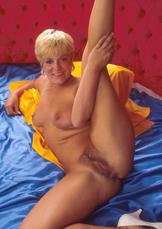 Mature women and grannies. Gallery - 295. Photo - 12