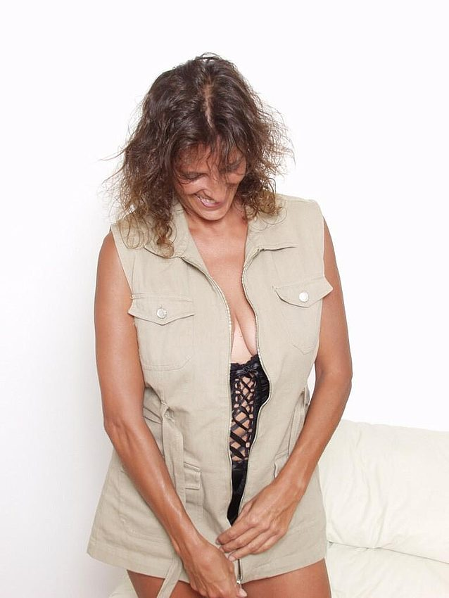 Mature women and grannies. Gallery - 298. Photo - 1