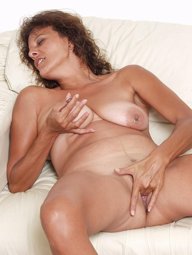 Mature women and grannies. Gallery - 298. Photo - 12