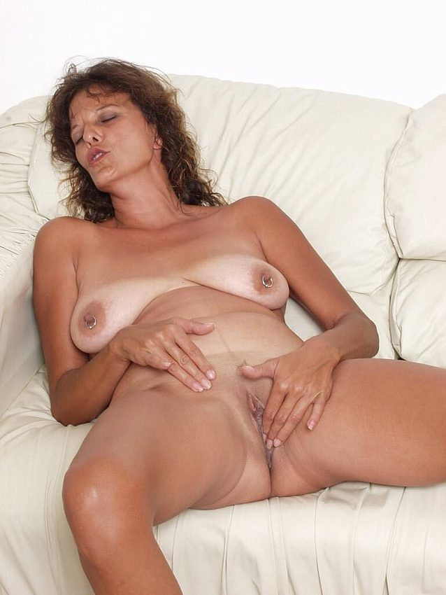Mature women and grannies. Gallery - 298. Photo - 13