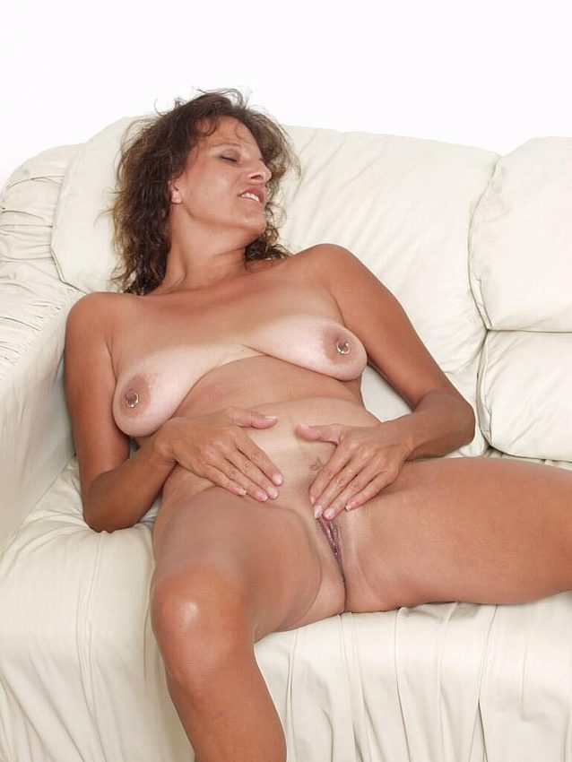 Mature women and grannies. Gallery - 298. Photo - 14