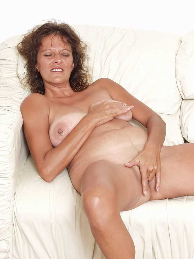 Mature women and grannies. Gallery - 298. Photo - 9