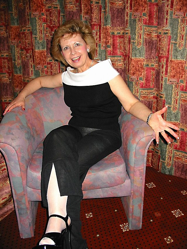 Mature women and grannies. Gallery - 301. Photo - 1