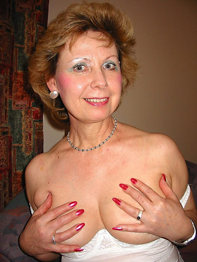 Mature women and grannies. Gallery - 301. Photo - 12