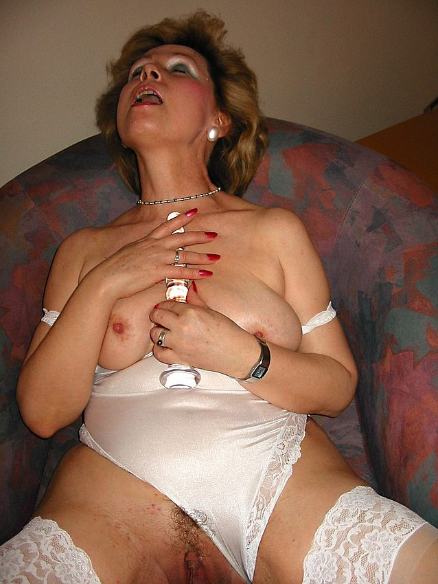 Mature women and grannies. Gallery - 301. Photo - 14