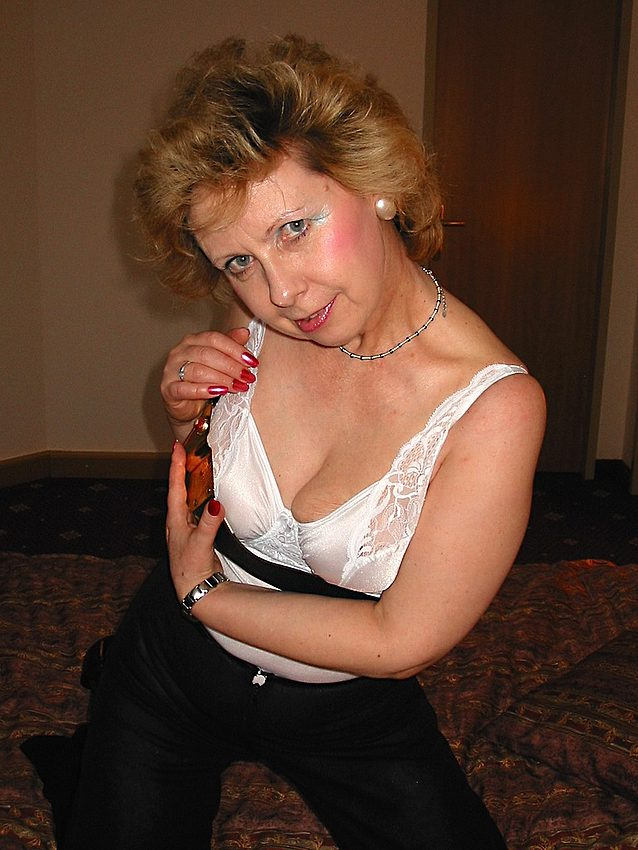 Mature women and grannies. Gallery - 301. Photo - 4