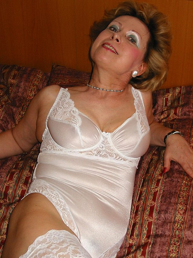 Mature women and grannies. Gallery - 301. Photo - 6