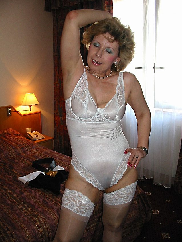 Mature women and grannies. Gallery - 301. Photo - 7