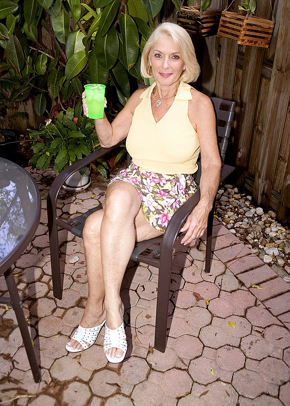 Mature women and grannies. Gallery - 303. Photo - 1