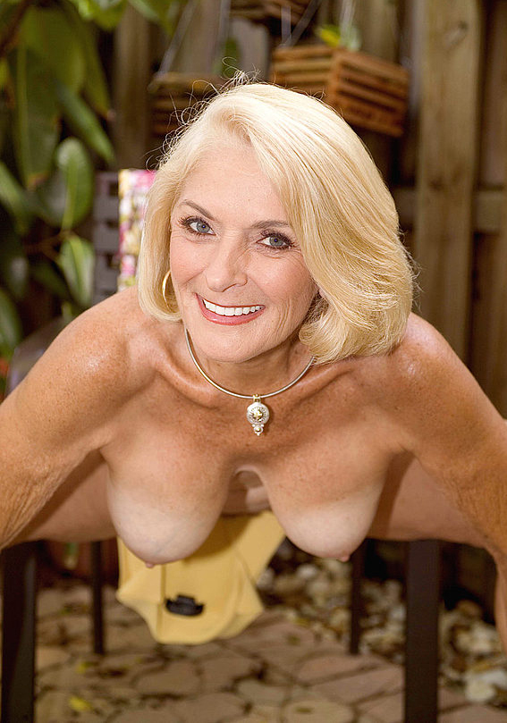 Mature women and grannies. Gallery - 303. Photo - 12