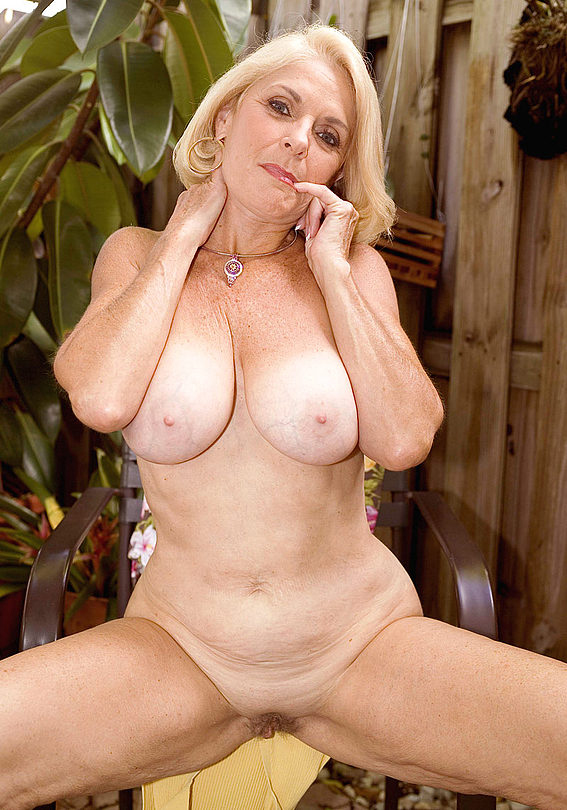 Mature women and grannies. Gallery - 303. Photo - 13