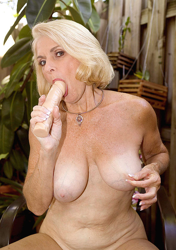 Mature women and grannies. Gallery - 303. Photo - 14