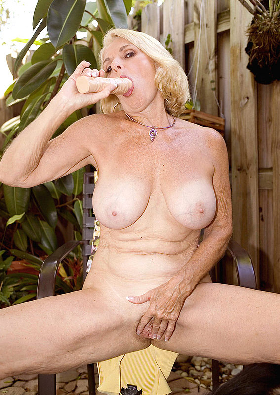 Mature women and grannies. Gallery - 303. Photo - 15