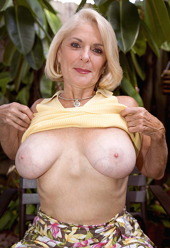 Mature women and grannies. Gallery - 303. Photo - 4