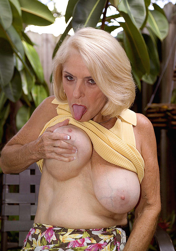 Mature women and grannies. Gallery - 303. Photo - 5