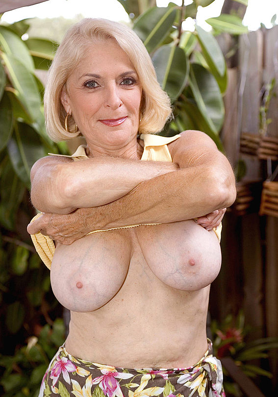 Mature women and grannies. Gallery - 303. Photo - 6